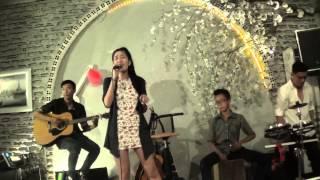 Vì ai vì anh- Đông Nhi cover by Xuân An, guitarist: Tri Tâm, cajon: Quân Công Chúa tại coffee House