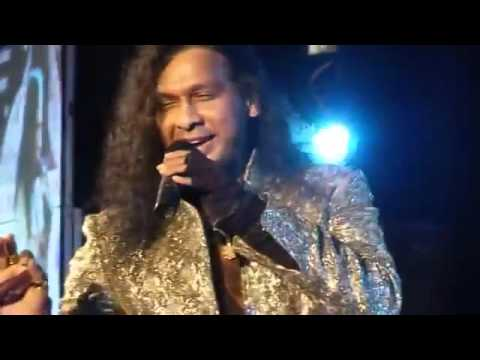 'Chhupana Bhi Nahin Aata' sung by Vinod Rathod in Kuwait on 12th April 2013.mp4