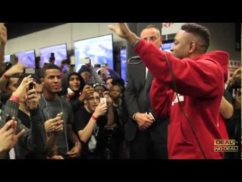 Kendrick Lamar & Jay Rock Perform Money Trees For The First Time in Best Buy, Union Sq