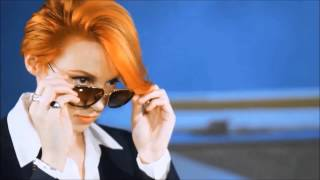 Repeat youtube video La Roux - Uptight Downtown