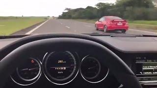 Benga é Benga: Mercedes-Benz CLS 63 AMG vs Honda Civic Si