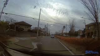 前を走っていた自動車教習所の送迎バスが赤信号無視。ここの教習車が1...