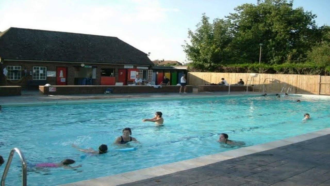 Petersfield outdoor air swimming pool petersfield for Outdoor pools open