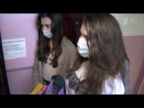 На Ставрополье школьники-волонтеры помогают пожилым людям.