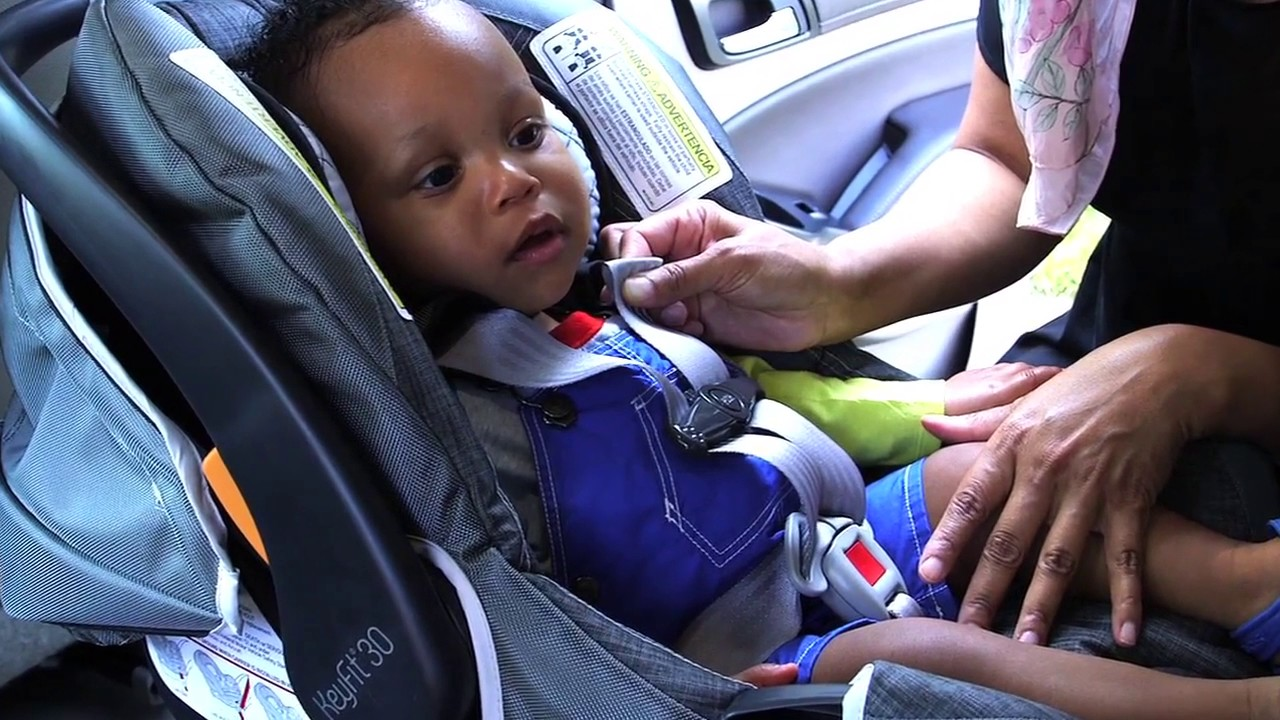 104702c78e0 How to take the Pinch Test with a rear-facing car seat. Safe Kids Worldwide
