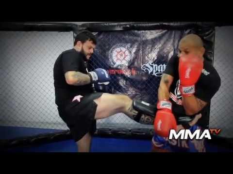 Francisco Veras - Muay Thai - Combinações de defesa e resposta na postura de canhoto