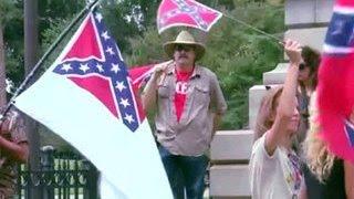 В Южной Каролине сняли знамя раздора(В Южной Каролине сняли знамя раздора В американской Южной Каролине официально спустили с флагштока боевое..., 2015-07-11T05:43:31.000Z)