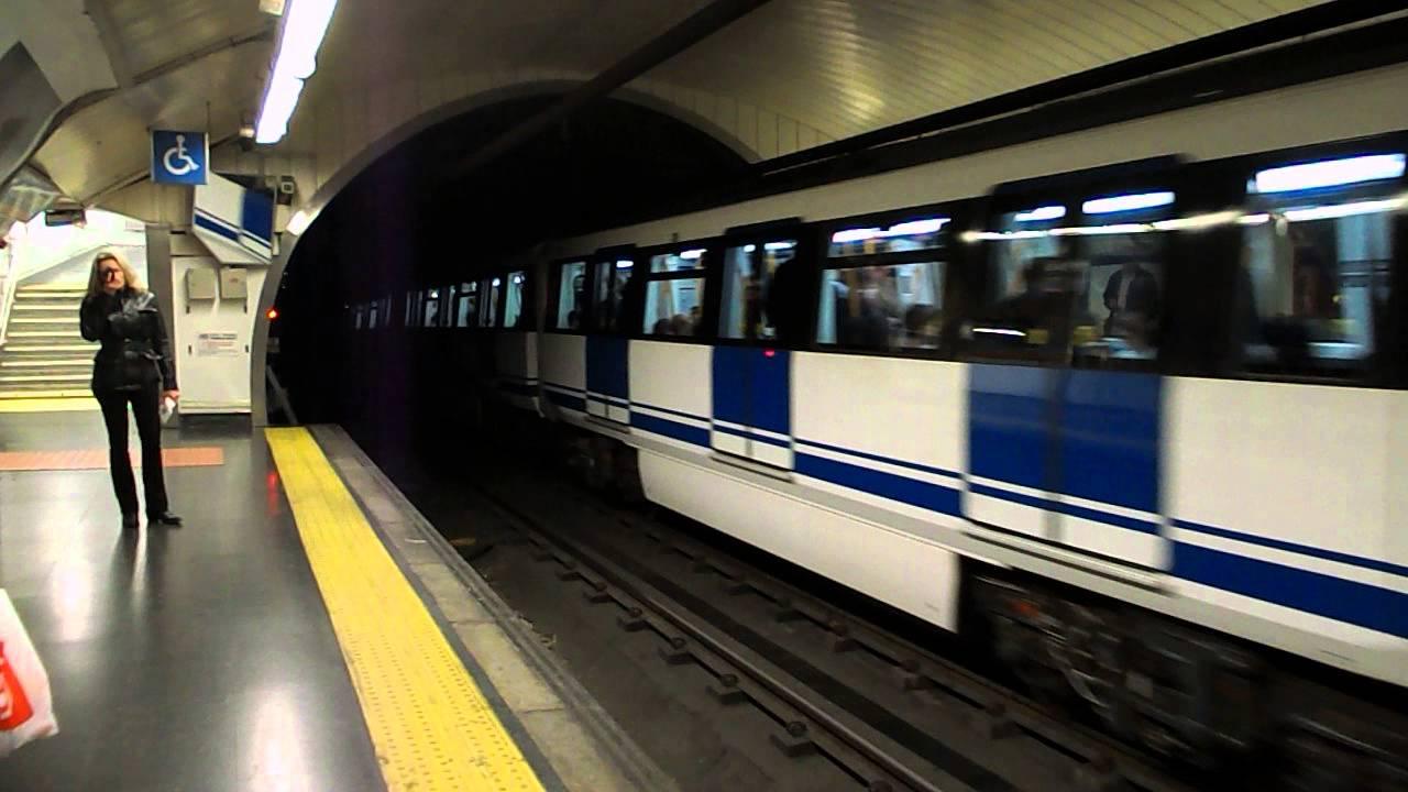 Metro De Madrid 3000 Entrando En Santo Domingo Youtube