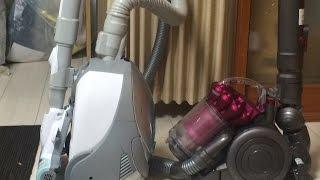 あまり比較になってないかもしれないが、 前に使っていた掃除機よりはゴミが取れるということがわかった。 音は前のやつよりうるさい。