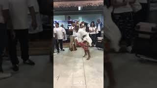 Démonstration de Gwo-ka à l'aéroport de Guadeloupe