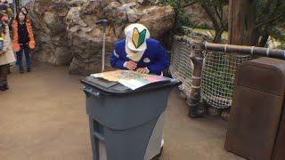 迷子になった初心者ファンカスト 五十嵐さん He is a wizard.That's too funny!Tokyo DisneySea 清掃員パフォーマー thumbnail
