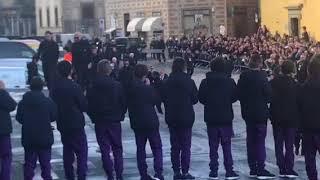 Funerale Davide Astori, l'arrivo della Juventus e Chiellini coi tifosi