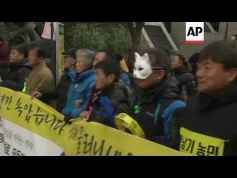 Raw: South Korea protest against Park Geun-hye