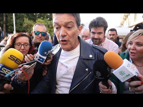 """Banderas sufre un encontronazo con los 'paparazzi': """"Seguiré confinado"""""""