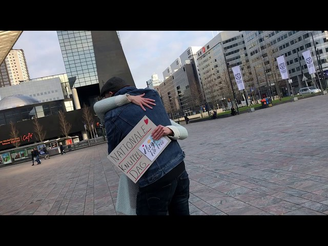 Spontane momenten op straat tijdens de SmartPhoneVideotraining - Nationale Knuffeldag Rotterdam CS