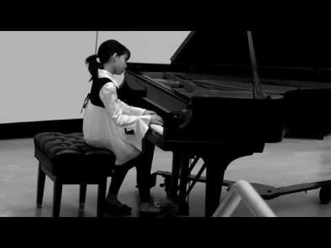 Emilie (10) plays György LIGETI, musica ricercata 4 tempo di valse