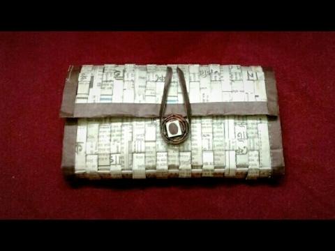How to make a newspaper purse