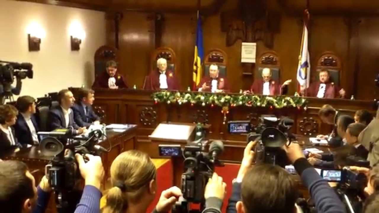 Ședința Curții Constituționale întîrziată de proteste