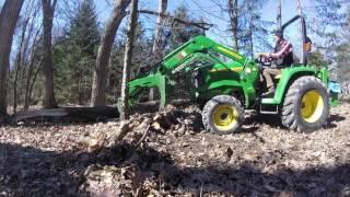 John Deere 3038e - Tractor, grapple & picking up firewood