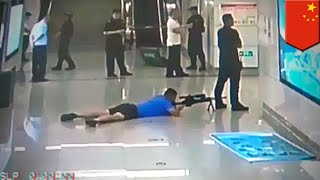 Police sniper gets captor from between colleague's legs - TomoNews Thumb