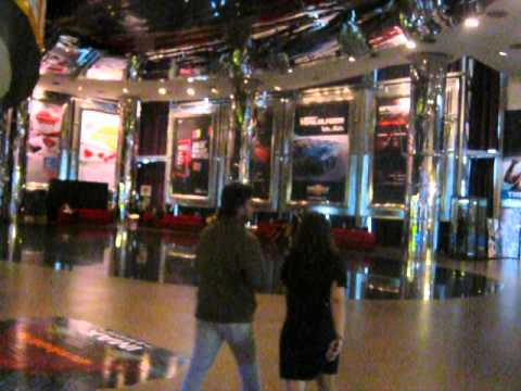 Comfy Seats in the Foyer of Siam Paragon Cinema Bangkok - bk-shop-paragon-cinemacomfyseats2