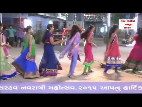 Gujarati Garba Song - Hey Garbe Ramva Ne Vela Aavjo Re Lol