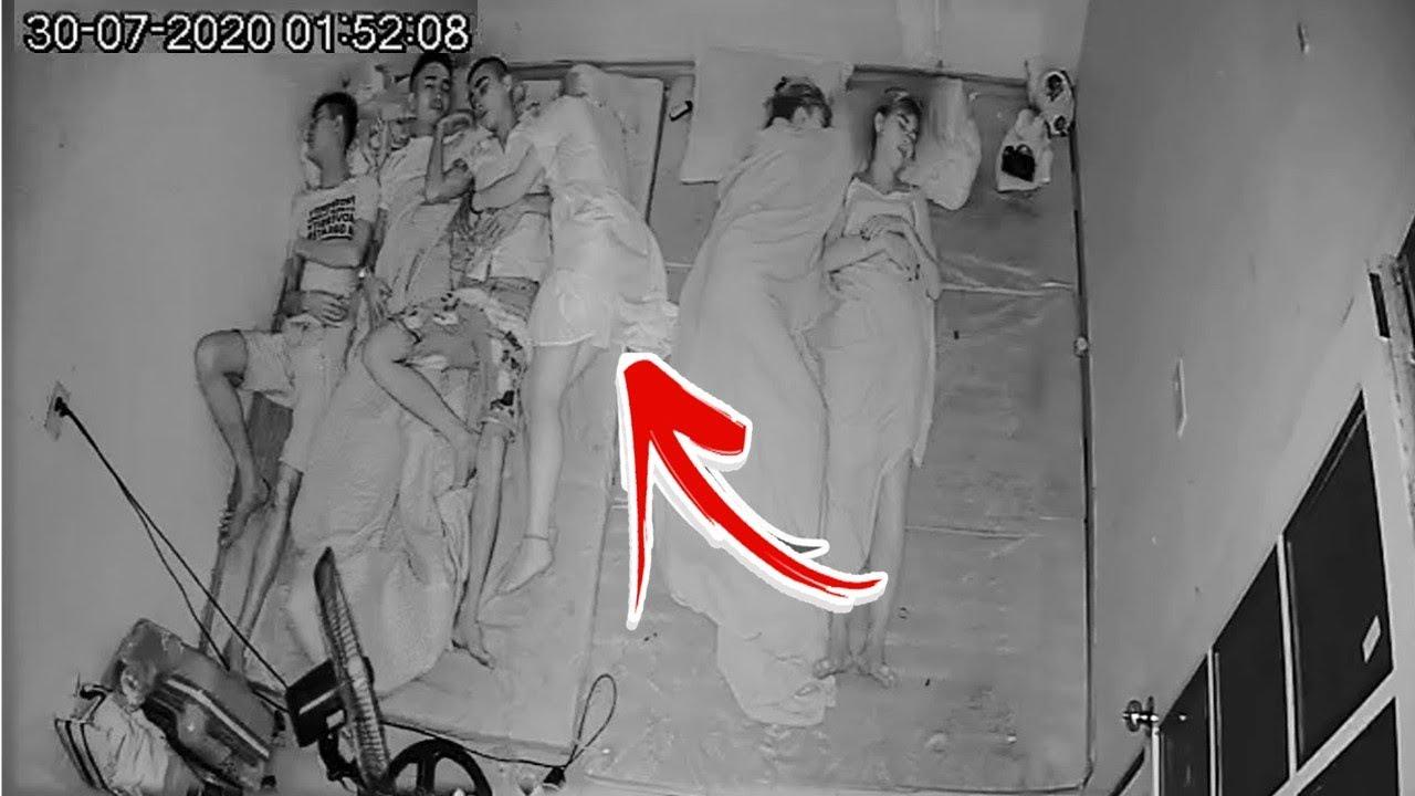 रात को सोने के बाद इस लड़के के साथ देखिये क्या हुआ ..... कैमरे में कैद 10 रहस्यमयी और डरावनी वीडियोस