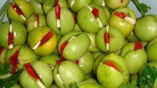 Зеленые помидоры, фаршированные зеленью и чесноком(Самый простой и популярный рецепт салата из зеленых помидор – это зеленые помидоры, начинкой которых служи..., 2015-10-14T06:51:01.000Z)