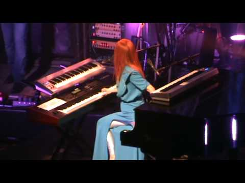 Tori Amos - Girl (live in Milan)