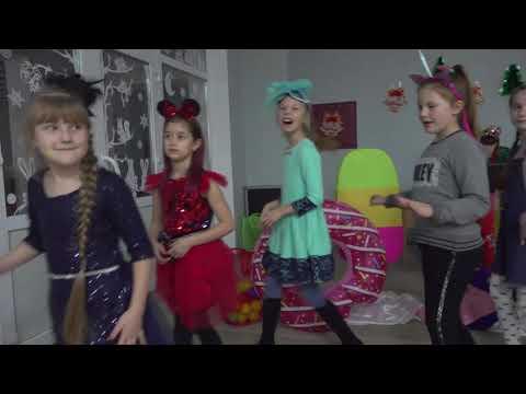 Поліція Луганщини: 27.12.2019_На Луганщині «головна поліцейська ялинка» засяяла новорічними вогниками