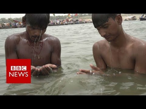 Fishing for coins to survive in India - BBC News