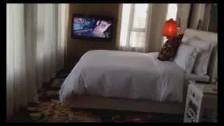 Шанхай номер в отеле Индиго(Hotel Indigo Shanghai - обзор номера в отеле Индиго Шанхай. Удачное расположение отеля и окна во всю стену открывают..., 2014-05-21T14:06:59.000Z)