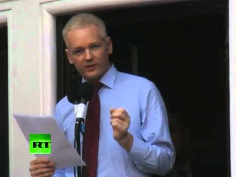 Julian Assange habla desde la embajada de Ecuador en Londres