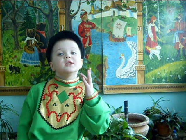 Изображение предпросмотра прочтения – КириллКузьменко читает произведение «У Иванова двора» (Русский фольклор )