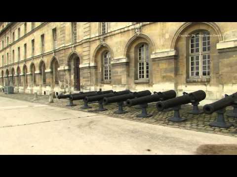 Walk around the Place Des Invalides in Paris 1