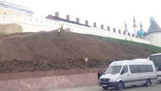 Под Казанским кремлём уложат 1 гектар рулонного газона(, 2015-05-18T08:41:04.000Z)
