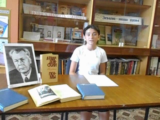 Изображение предпросмотра прочтения – АлександраМедведева читает произведение «Спасибо, моя родная» А.Т.Твардовского