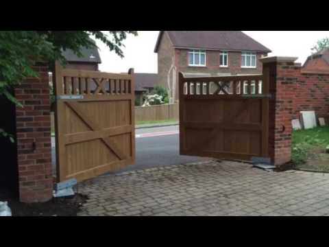 ECB Automations Beninca bob 50 24v ram kit on oak wooden gates