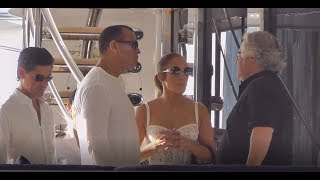 Jennifer Lopez in barca a Capri (J Lo on a boat during vacation in Italy)