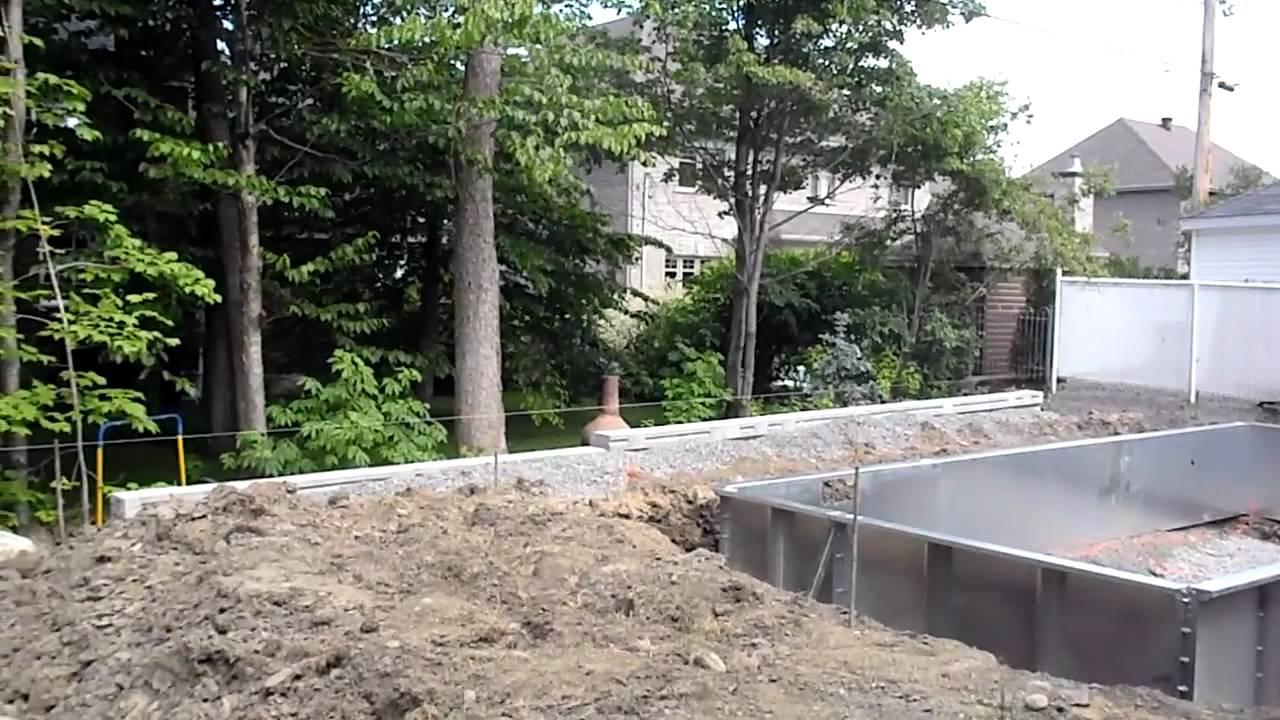 Installation piscine creus e au qu bec youtube for Piscine creusee