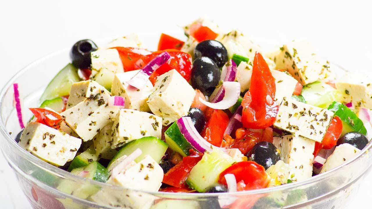 Veganer Griechischer Salat mit Feto (Fermentierter Tofu) - Gesund & Lecker! | Unsere Vegane Küche 💚