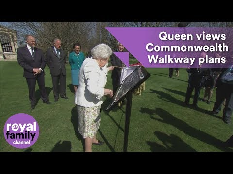The Queen views plans for the Commonwealth Walkway and unveils special panel