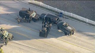 Momento en que la policía acorrala a los sospechosos del tiroteo en San Bernardino