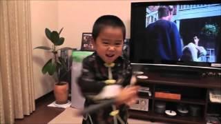 Videos virales: Niño de 4 años que imita a Bruce Lee
