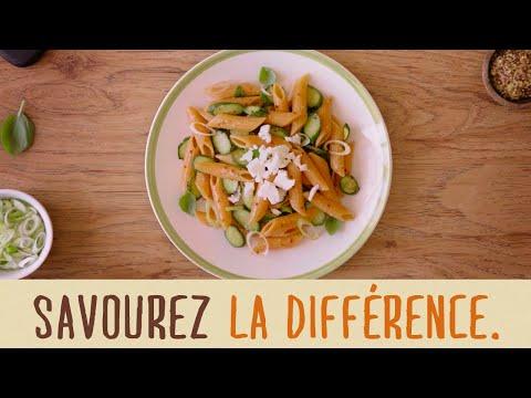 salade-de-penne-de-lentilles-corail-aux-courgettes,-basilic-frais,-oignons-verts-et-féta