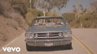 Смотреть клип Borgeous - Young In Love