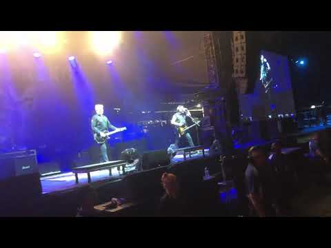 None - Offspring Cover AC/DC At Good Things Festival In Australia (Language)