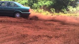 BMW 524 TD Messing in the bog