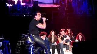 Alejandro Fernandez sube a sus hijos al escenario