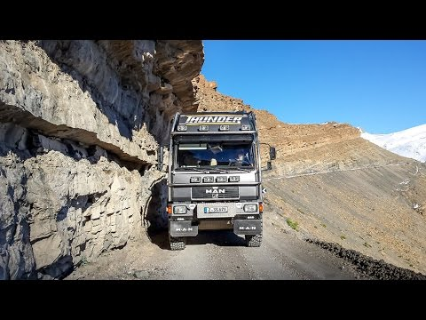 Expedition vehicle in the northern Atlas